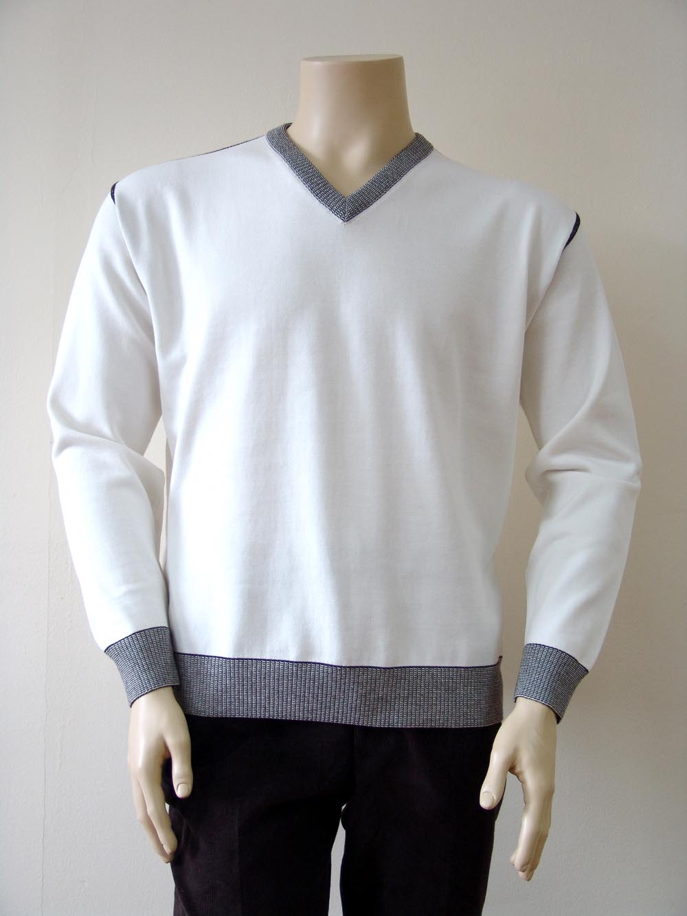 Интертекс 2000 АД Intertex sweater collection Esigente 2009