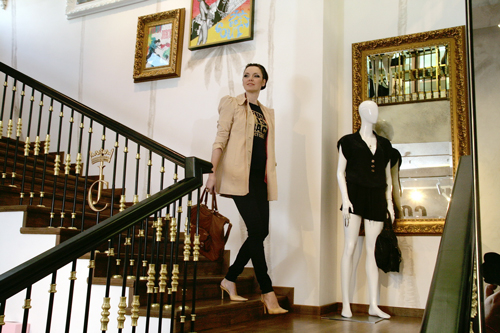 Български Текстил How do celebrities go shopping ? Jeni Kalkandzhieva on a shopping spree.