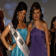 Паолина Петракиева с корона от конкурса Мисис Вселена 2011